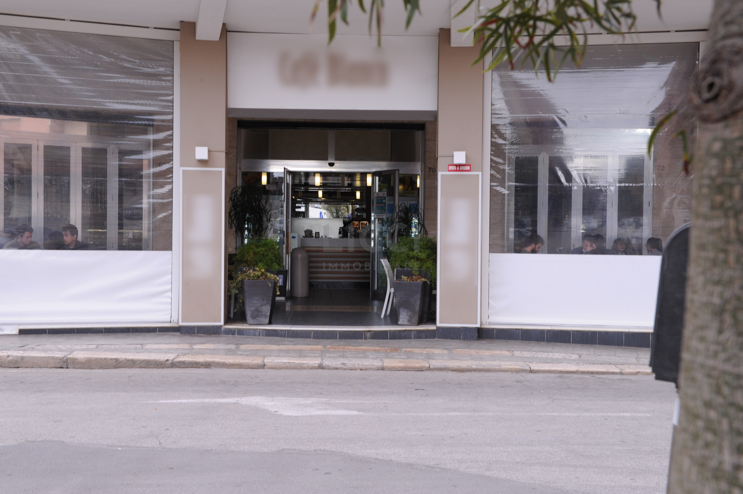 Bar Gelateria a Monopoli, Semicentrale