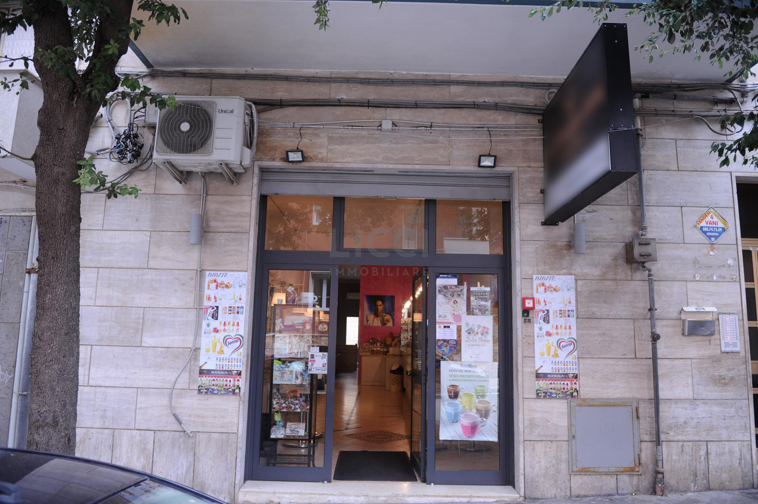 Bar Ristorante a Monopoli, Semicentrale