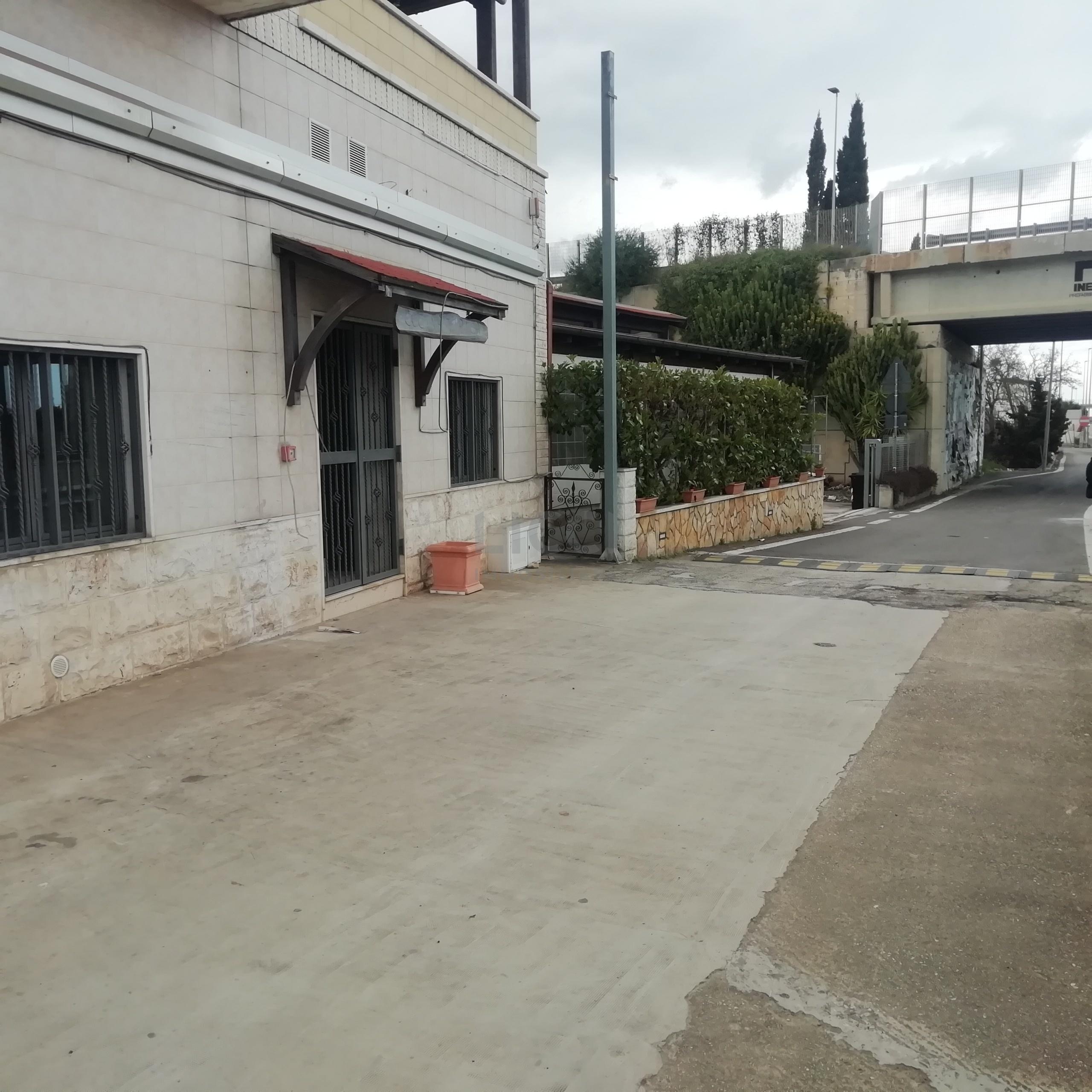 Locale commerciale a Monopoli Contrada San Antonio D'Ascula 224, Strada Trafficata