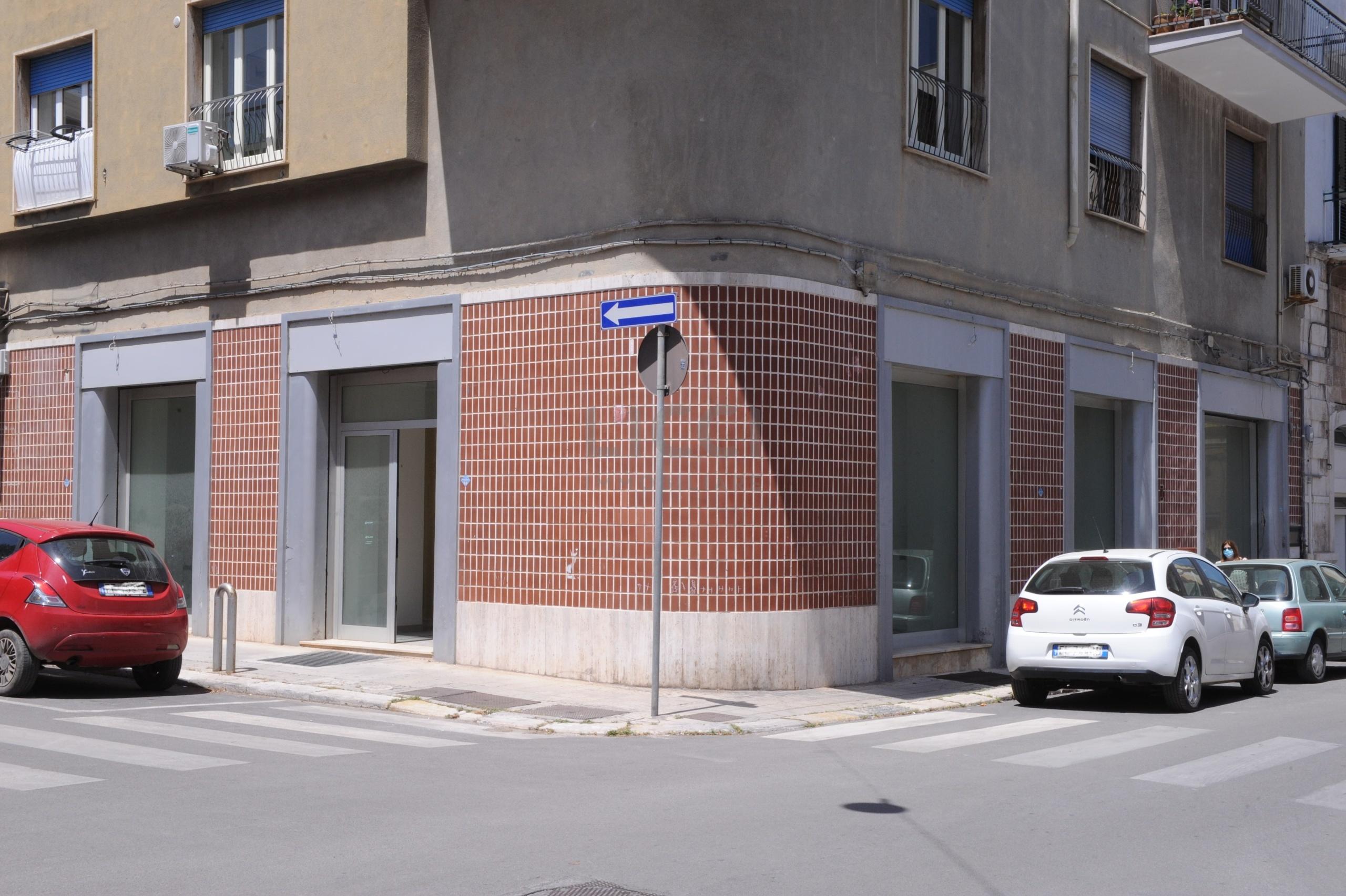 Locale commerciale a Monopoli Via Magenta 63, Centrale